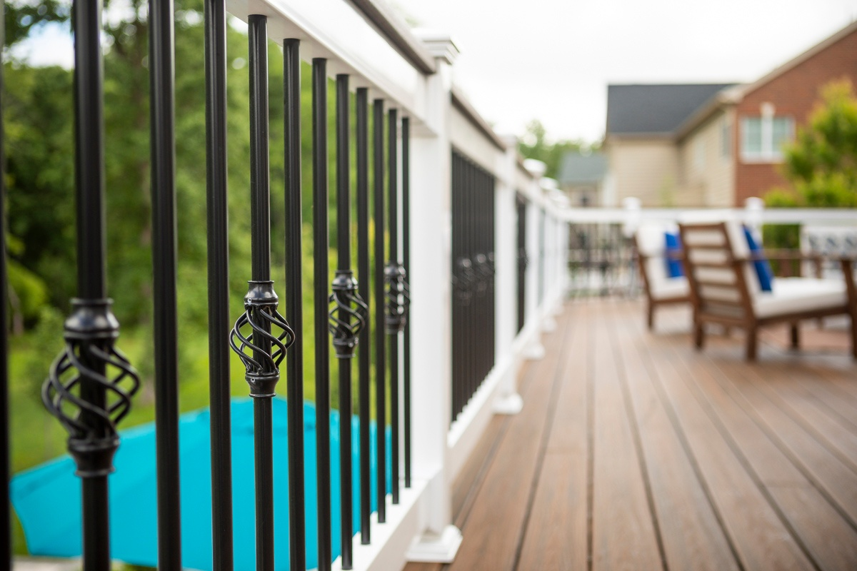 Deck with decorative railing