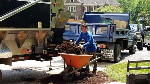 landscaping-mulching-wheelbarrow
