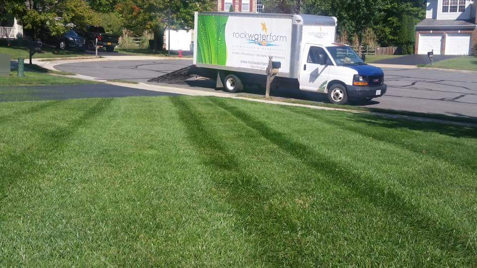 lawn-care-services-truck-grass