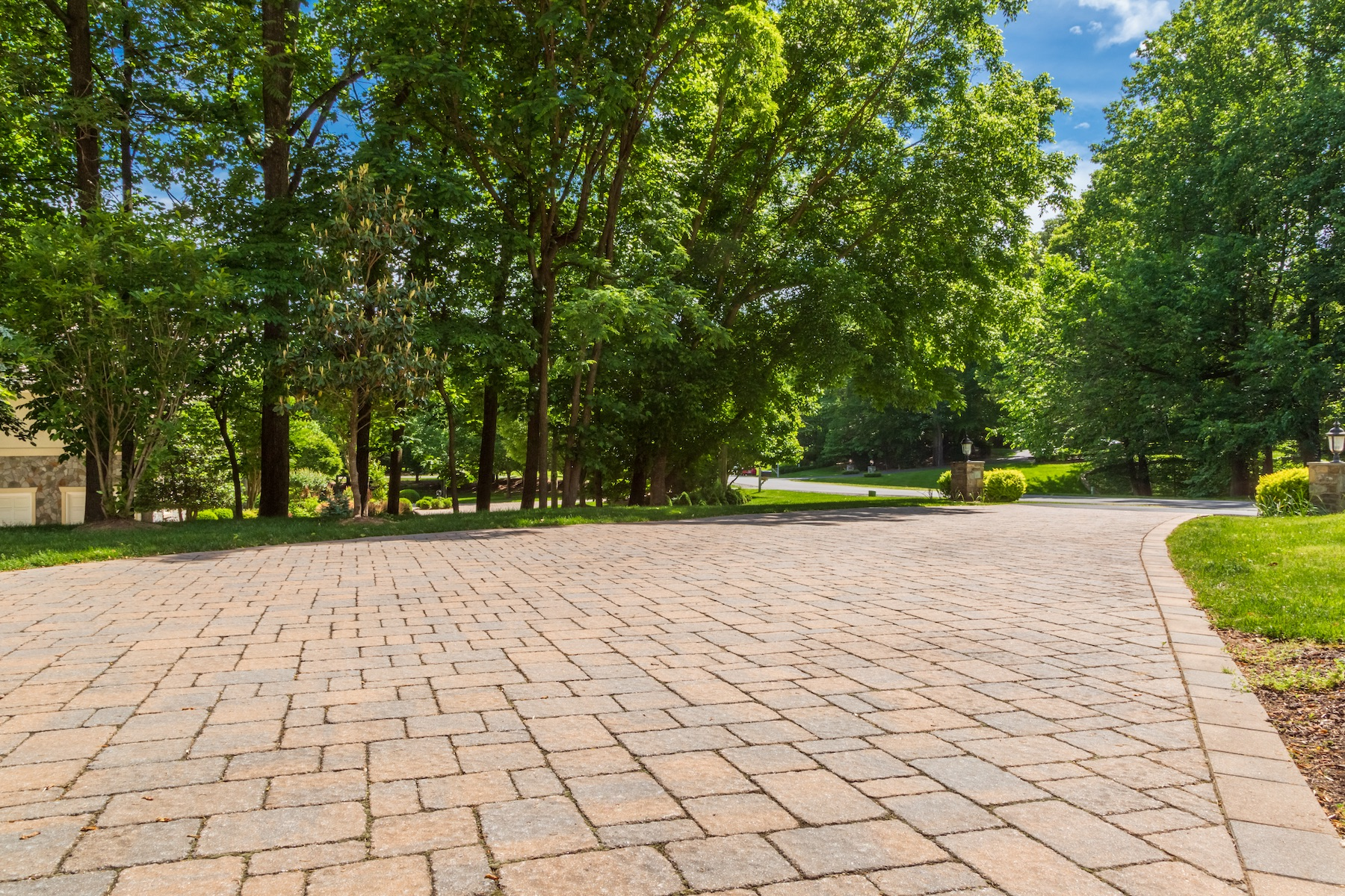 Paver driveway with edge in Great Falls, VA