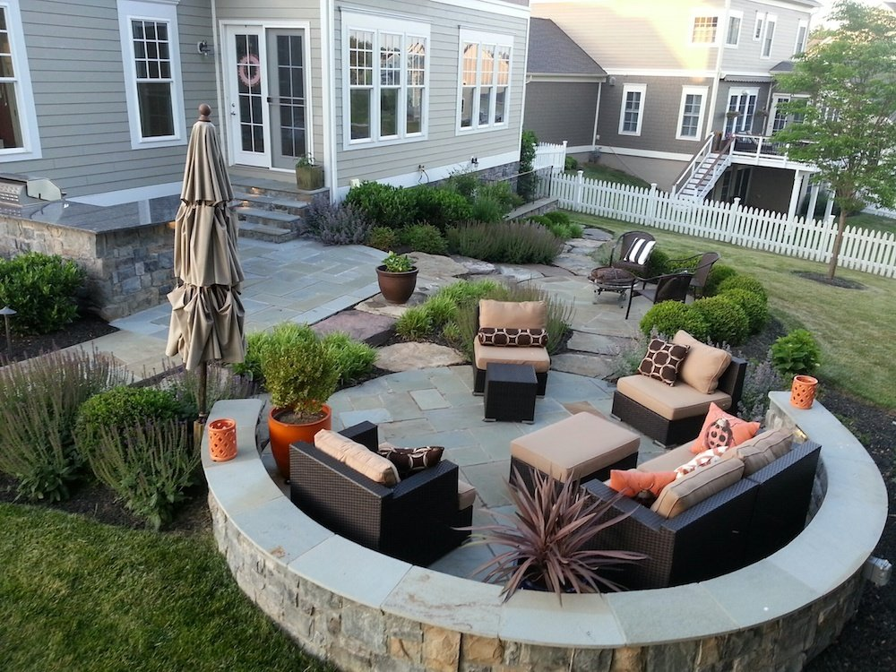 hardscape patio with seating wall