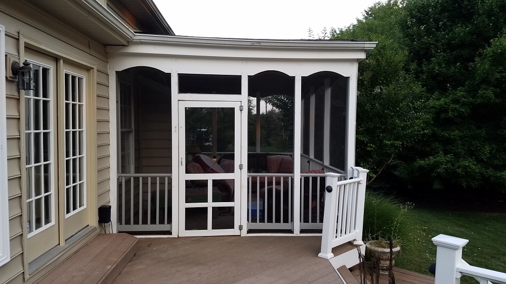 Before picture - small deck and screen porch