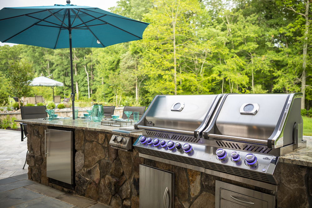 Outdoor kitchen and patio in Northern Virginia