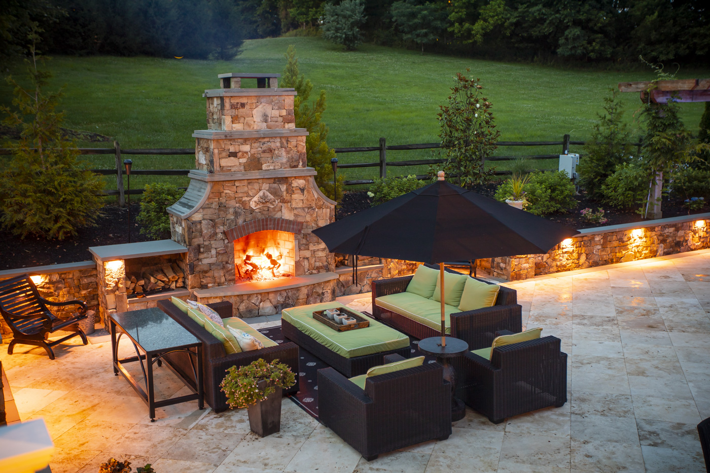 An Outdoor Fireplace vs. Fire Pit: Which is Best for My Northern Virginia Backyard?